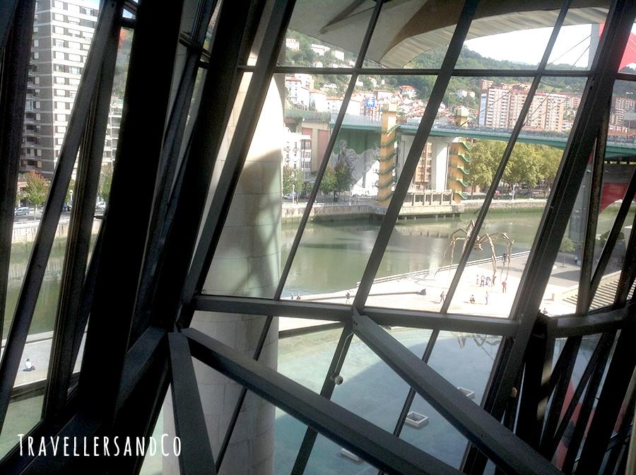 Interior del Museo Guggenheim-Vistas.jpg