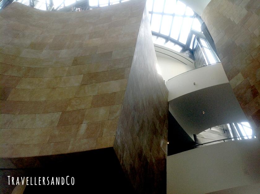 Interior estructura-Museo Guggenheim-TravellersandCo.jpg