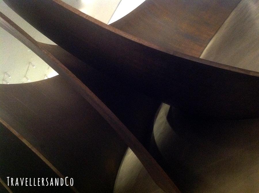 Museo Guggenheim-TravellersandCo-escultura.jpg