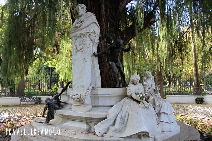 Estatua de Bécquer, Sevilla by TravellersandCo copia.jpg