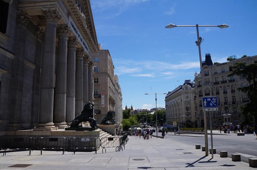 Carrera de los Jerónimos, Madrid by MravellersandCo