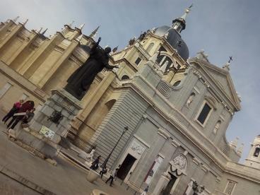 Escultura de Juan Pablo II en la Catedral de la Almuden by TravellersandCo