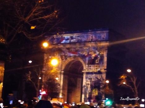 Fin de año en París-Arco del triunfo-TravellersandCo copia.jpg