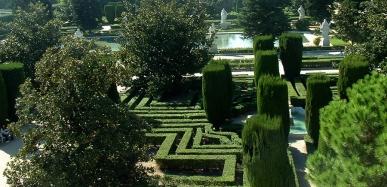 Jardines Sabatini. Palacio de Real de Madrid by TravellersandCo
