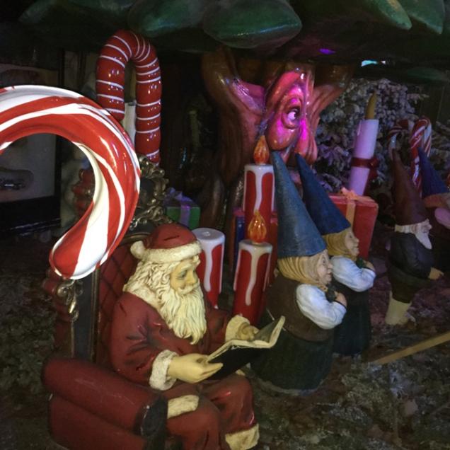Detalles del mercadillo navideño en los Campos Eliseos. París by TravellersandCo