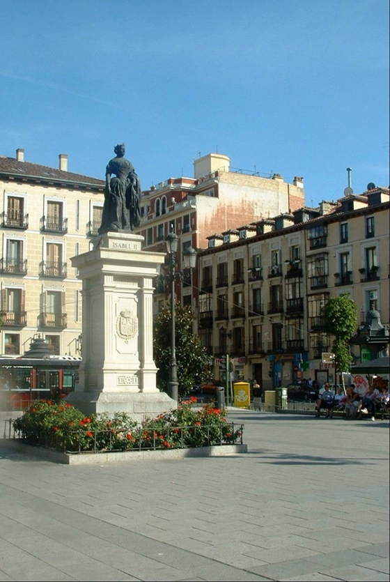 Plaza de Isabel II, Madri by TravellersandCo