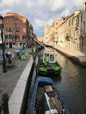 Recogida de basura en Venecia-TravellersandCo
