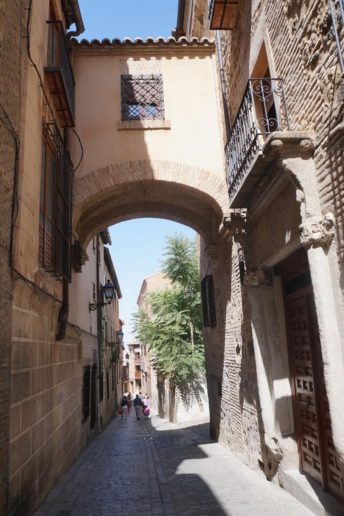 Paseando entre tres culturas por Toledo by TravellersandCo