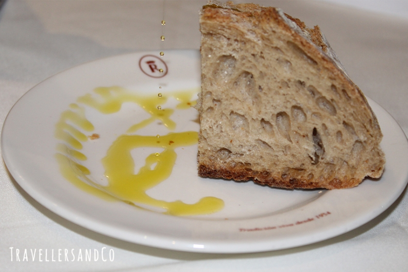 Aceite de oliva by TravellersandCo.jpg