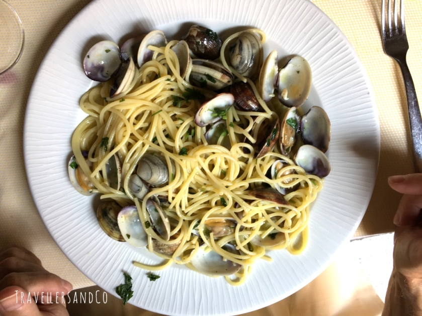 Espaguettis con almejas by TravellersandCo.jpg