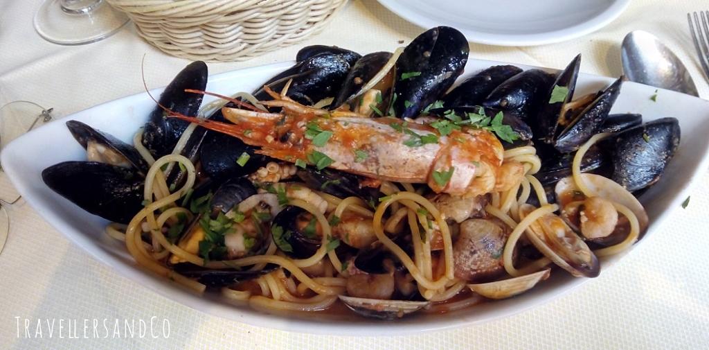 Espaguettis con mejillones y langostinos by TravellersandCo copia.jpg