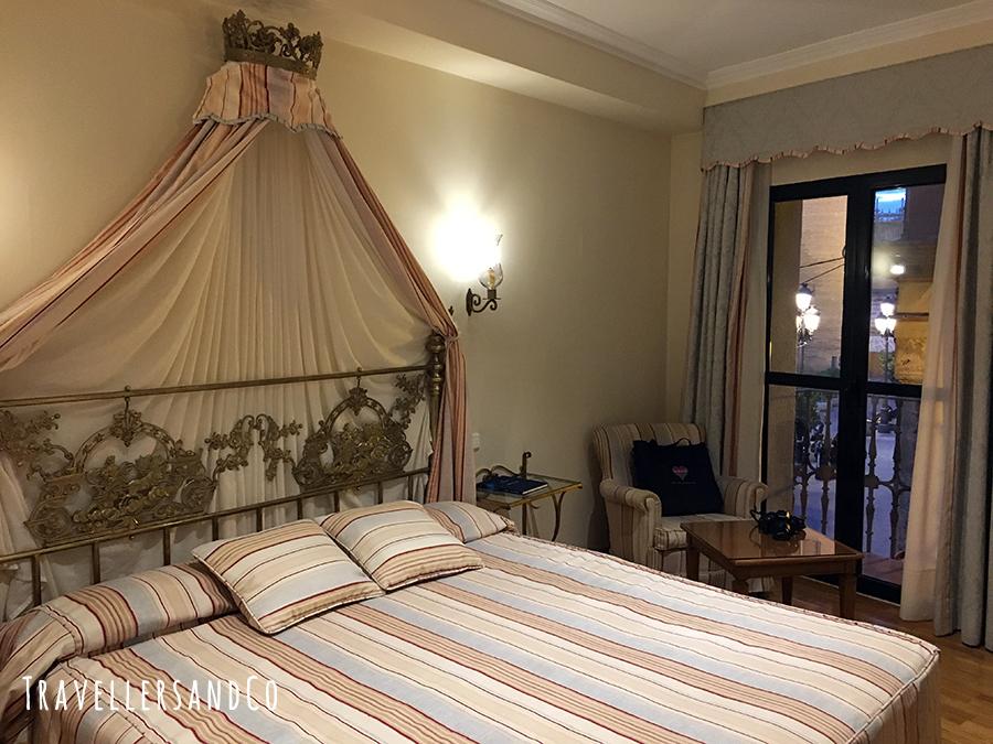 Habitacion Hotel Doña Maria Sevilla by TravellersandCo.JPG