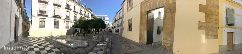 Panorámica de plaza cordobesa by TravellersandCo.jpg