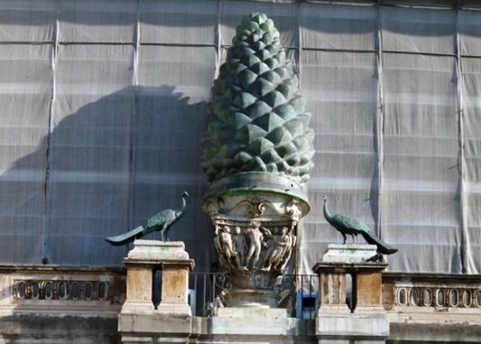 Patio de la Piña. Vaticano by TravellersandCo