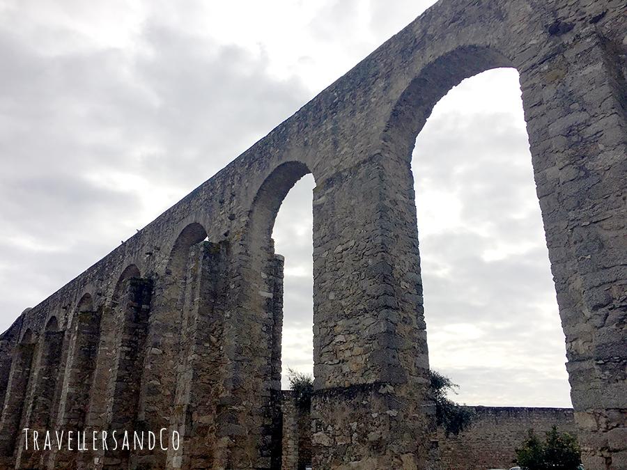 Aqueduto da Água de Prata by TravellersandCo.jpg