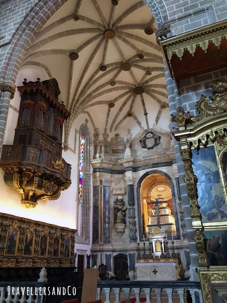 Capela dos Ossos-Evora by TravellersandCo.jpg