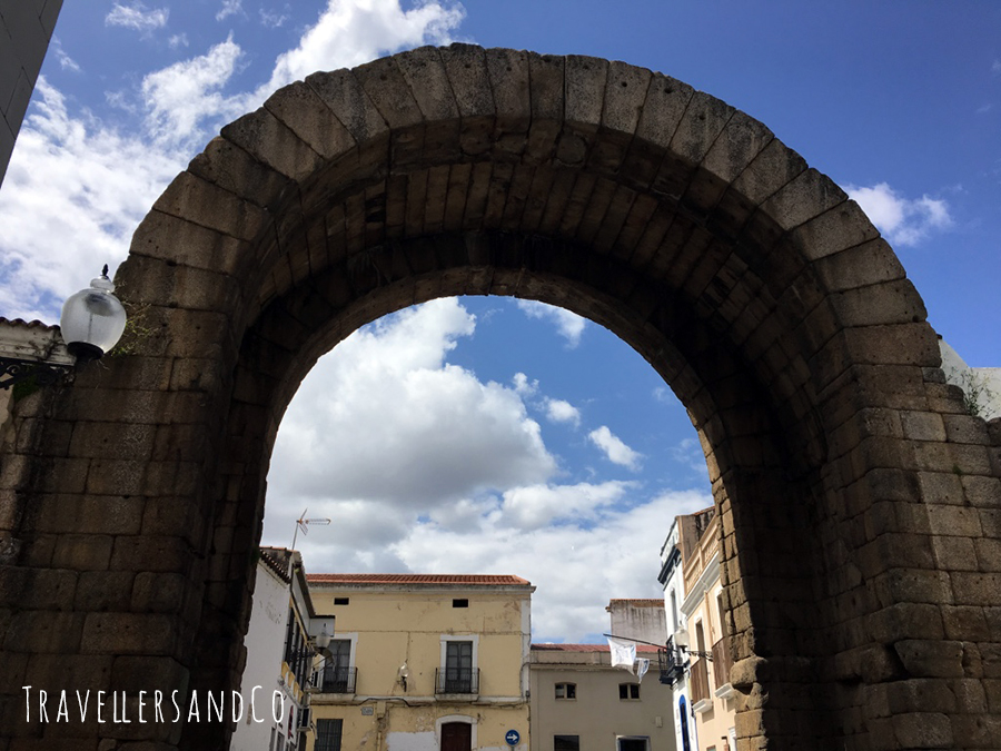 Arco de trajano by TravellersandCo